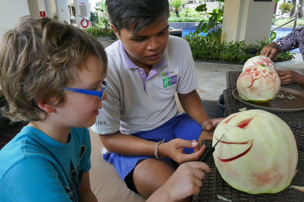 Kids Choose Holiday Inn Bali Benoa - fruit carving
