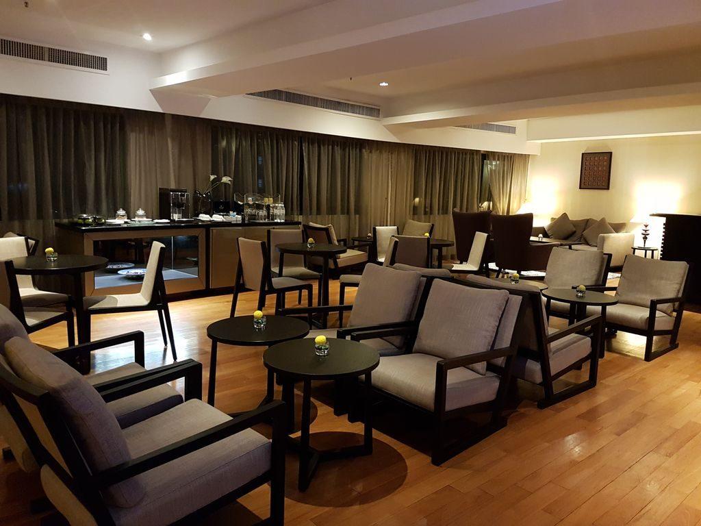 Kuala Lumpur layover - Lounge