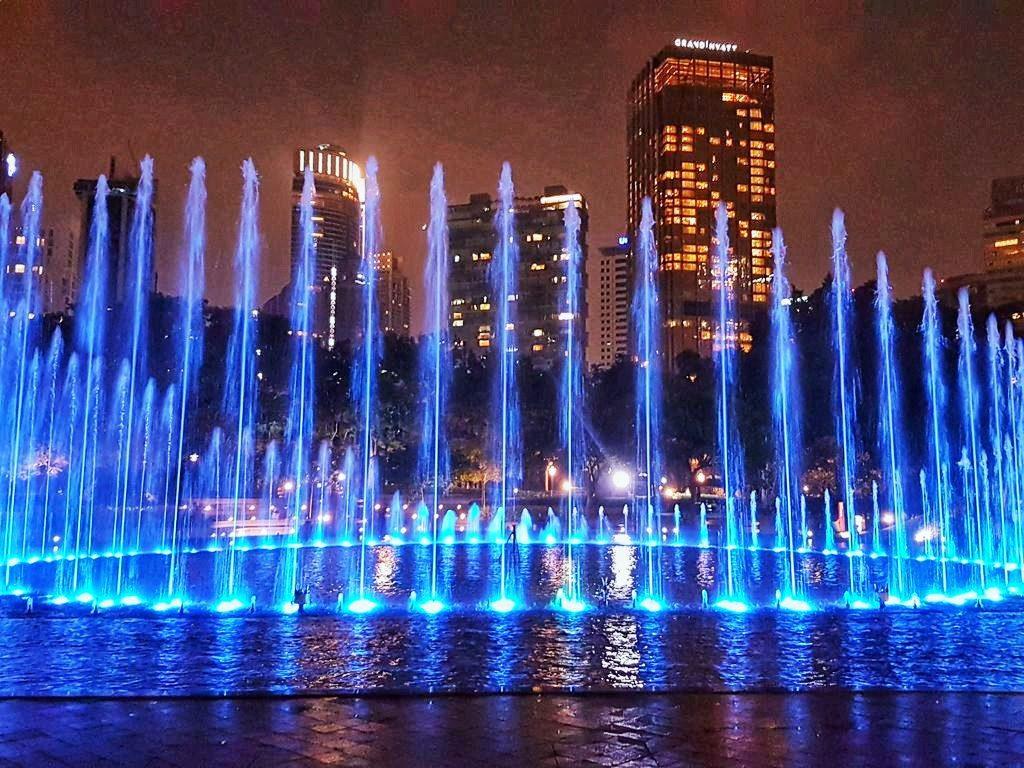 Kuala Lumpur layover - Light show