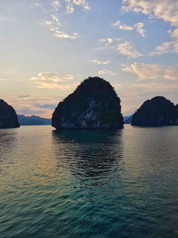 Halong Bay cruise sunrise
