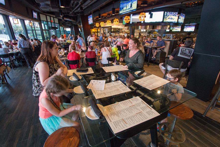 Guide To Universal Studios Orlando - Sports bar