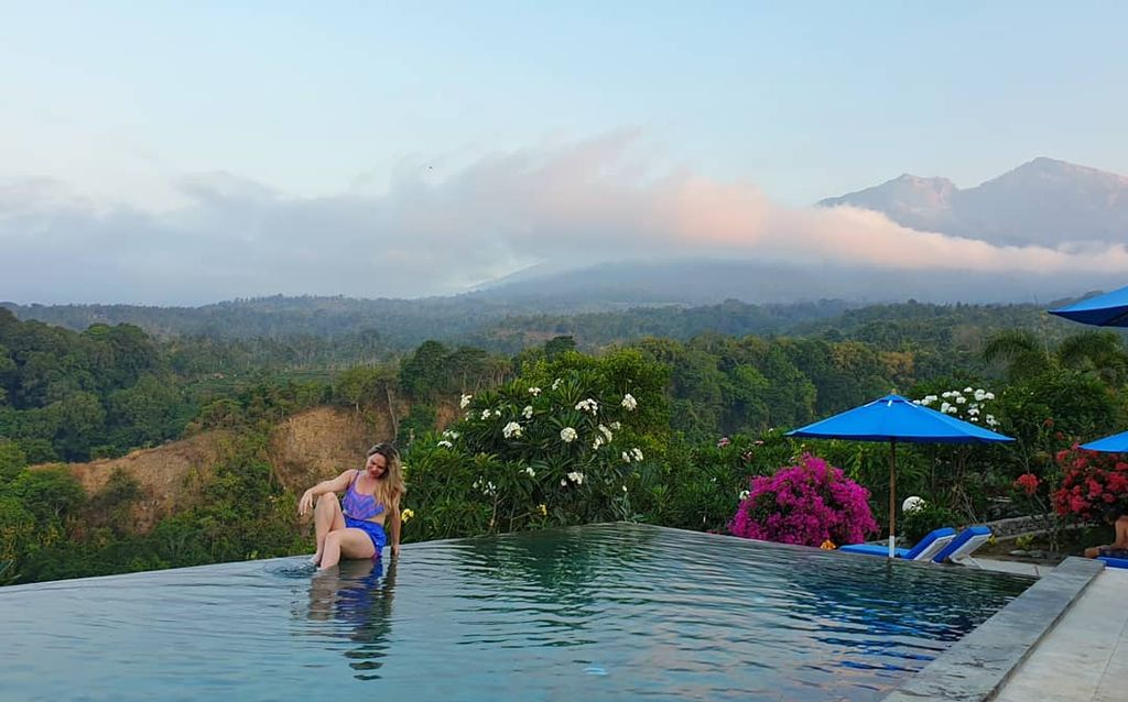 Guide To Lombok (From Bali) Infinity pool